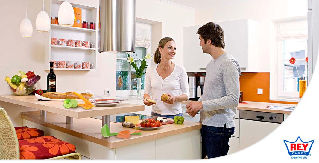 Cu les son los utensilios de cocina que debes tener en casa for Utensilios de cocina casa joven
